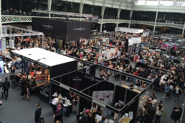 Top 10 Trade Show Booth Giveaway Ideas To Attract Attention